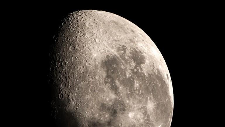 Ay için şaşırtıcı plan