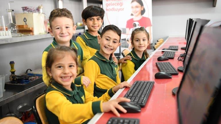 Vodafone'dan dijital eğitime destek