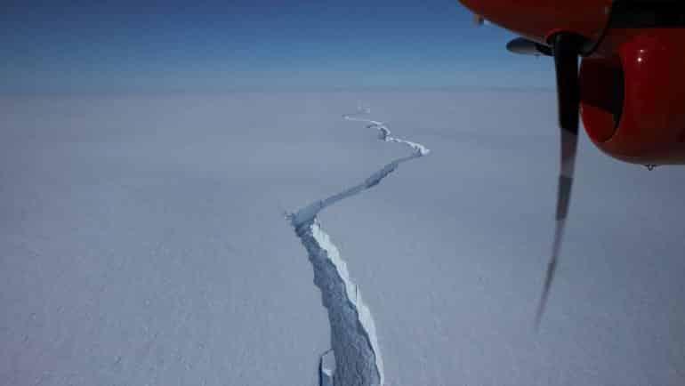 Dev buzdağı koptu, geliyor...