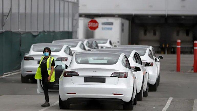 Tesla'da yüzlerce COVID-19 çıktı