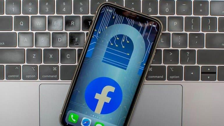 Facebook 500 milyon kişiyi çaldırdı
