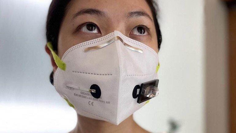 COVID-19 testi yapan maske